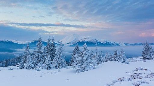 Зимовий світанок в горах