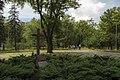 Пам'ятник жертвам нацизму у центрі парку.jpg