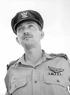 אלוף-משנה עזר ויצמן (פורטרט).jpg