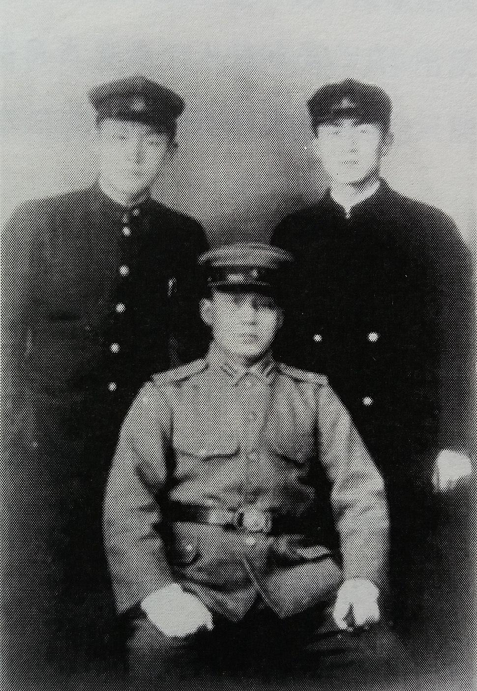 满洲军官时期朴正熙与同学的合影