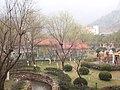 红枫山庄里的花坛 - panoramio.jpg