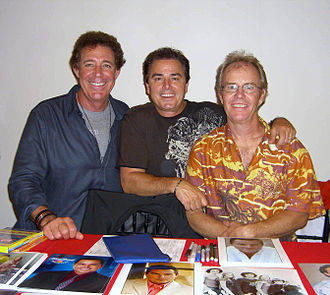 "Christopher Knight (actor) - Knight and his Brady Bunch ""brothers"", Barry Williams (left) and Mike Lookinland (right) at the Big Apple Convention, 2010"