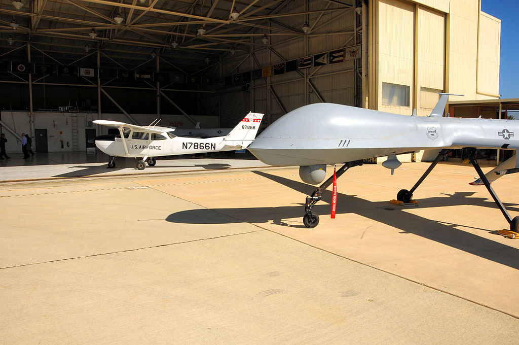 File:163d Reconnaissance Wing MQ-1 and Chase plane.jpg - Wikimedia ...