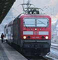 2016-12-22 DB 143 885 mit Doppelstockwagen (S-Bahn Dresden) am Bahnhof Tharandt by DCB–3.jpg