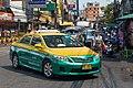 2016 Bangkok, Dystrykt Phra Nakhon, Ulica Chakrabongse, Taxi.jpg