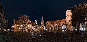 20180102 Braunschweig Burgplatz Panorama DSC07785 mid equiRect PtrQs.jpg