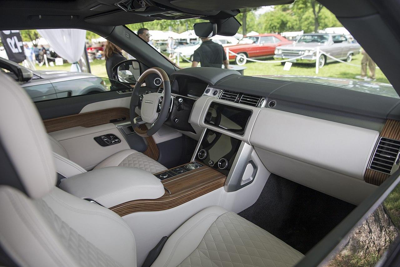 Range Rover Interior >> File:2019 Range Rover SV Coupé, interior, Greenwich 2018 ...