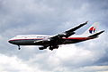 238cw - Malaysia Airlines Boeing 747-4H6, 9M-MPL@LHR,24.05.2003 - Flickr - Aero Icarus.jpg