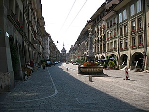 Kramgasse - The Kreuzgassbrunnen and the full length of the Kramgasse, as seen from the Kreuzgasse.