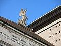 478 Teatro Carlo Felice, Largo Alessandro Pertini (Gènova), estàtua del Geni de l'Harmonia.jpg