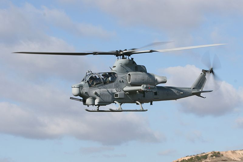 800px-AH-1Z_HMLA-303_in_flight_2008.jpg
