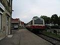 AIMG 4690 Gomadingen Bahnhof ausfahrender Zug.jpg