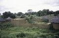 ASC Leiden - van Achterberg Collection - 5 - 030 - Bâtiments ronds de faible hauteur en briques d'argile - En route de Bobo-Dioulasso à Ouagadougou, Burkina Faso, 19-26 août 2001.tif