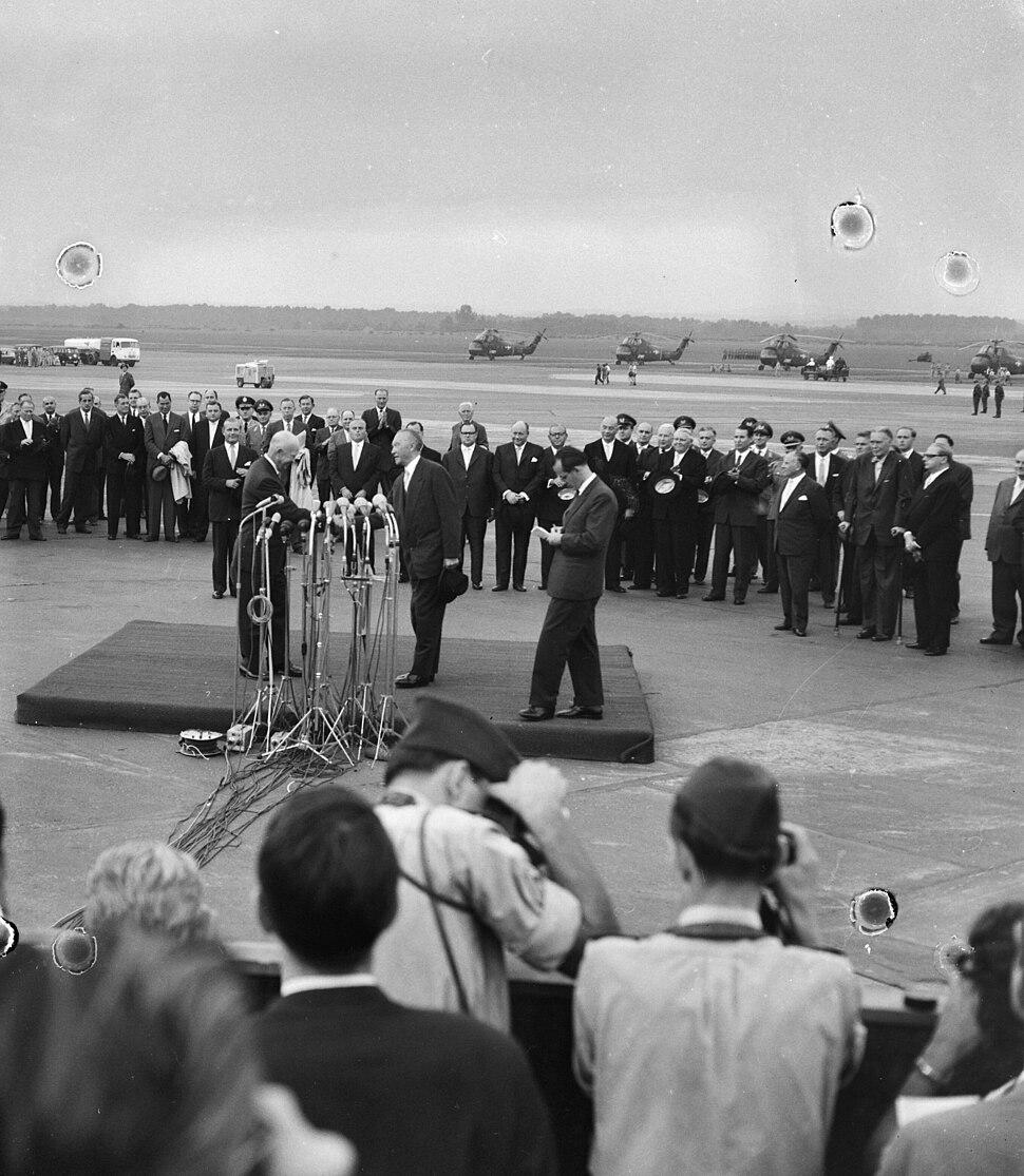 Aankomst President Eisenhower te Bonn, Adenauer dankt Eisenhower, Bestanddeelnr 910-6295