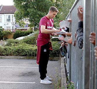 Adrián (footballer) - Image: Adrián Signing autographs Boleyn Ground 15Aug 15