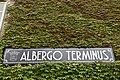 Albergo Terminus - insegna a destra dell'ingresso.jpg