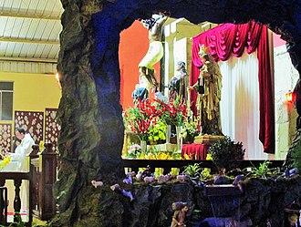 Misa de Gallo - Image: Altar de la Iglesia del Señor de Luren en Navidad. Ica