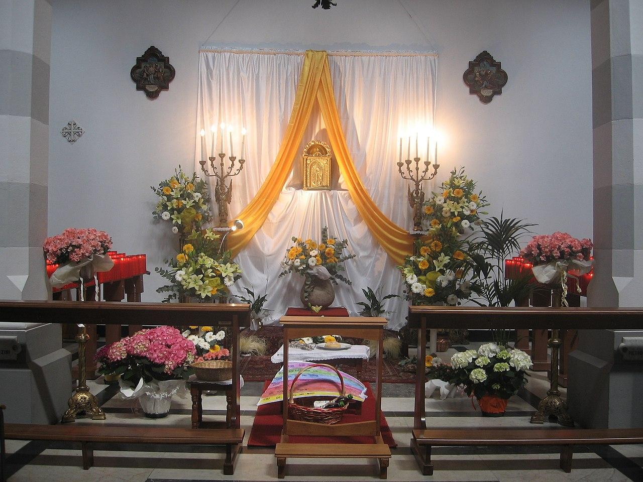 Como Decorar Altar Mayor Con Flores De Pascua