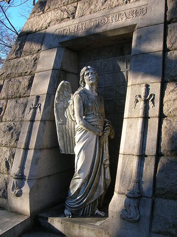 File angel sculpture mark howard family monument at cedar