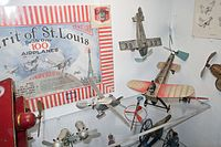 Antique toy airplanes (26698160064).jpg