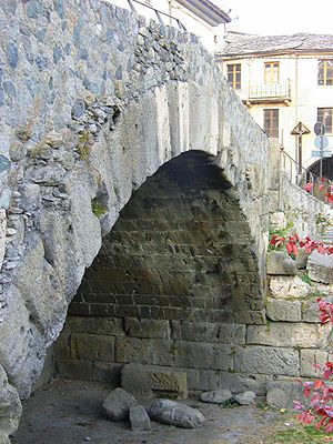 Pont de Pierre (Aosta) - The single arched Pont de Pierre