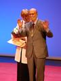 Arsenio Lope Huerta y Pilar Revilla Bel (RPS 27-02-2020) acto entrega medalla de oro de la ciudad de Alcalá de Henares, saludos.png