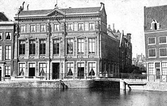 Arti et Amicitiae - The house of the Sociëteit Arti et Amicitiae with the urban situation at Gracht Ronkin at the end of the 19th century