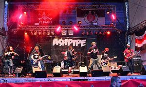 Ashpipe - Image: Ashpipe – Hafen Rock 2015 01