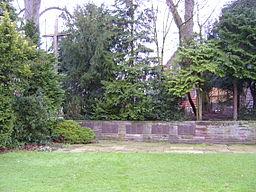 Gedenkstätte für die aus Badenhausen stammenden Opfer der beiden Weltkriege. Auf den fünf Tafeln befinden sich die Namen der gefallenen und bis heute ...