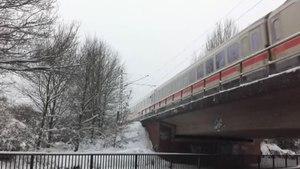 File:BR 101 mit InterCity bei Bremen.ogv