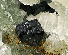 Babingtonite avec Prenite USA.jpg