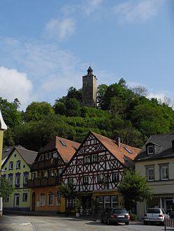 Bad Berneck - Walpoten-Burgturm, Fachwerkhäuser.JPG