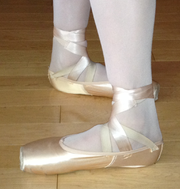 Ballet feet closed 4th position.png