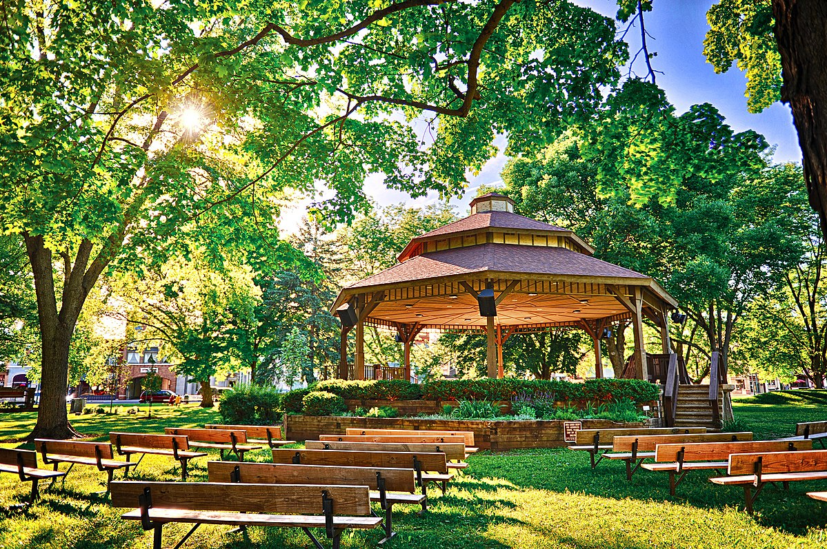 Franklin Else Bandstand in Commons Park