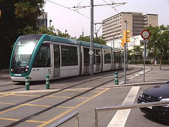Trambaix - The Trambaix on its way through Avinguda de Xile.