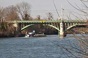 Barges on the river Seine in Rueil-Malmaison 003.JPG