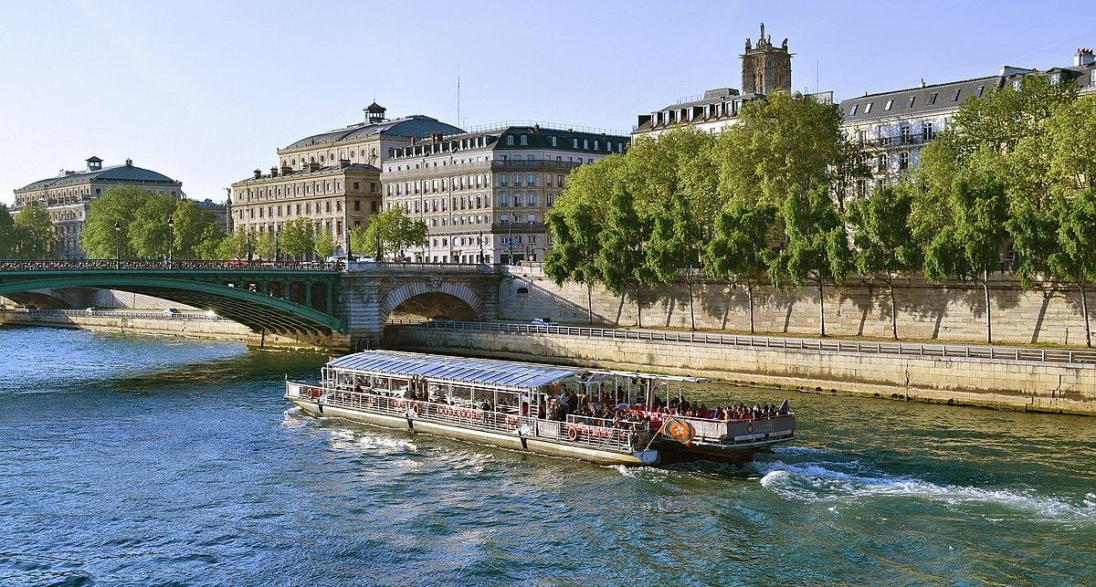 Hotel Bateau Mouche Paris