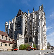 Beauvais Cathedral Exterior 3, Picardy, France - Diliff.jpg