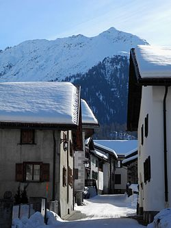 Bergün-Bravuogn - Dorfstraße im Winter.jpg