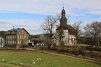 Berndroth - OT Ackerbach - Evangelische Pfarrkirche und Scheune.jpg