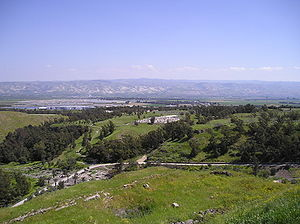 BetShe'an - panorama of mountains in Jordan with Tell El-Husn.jpg