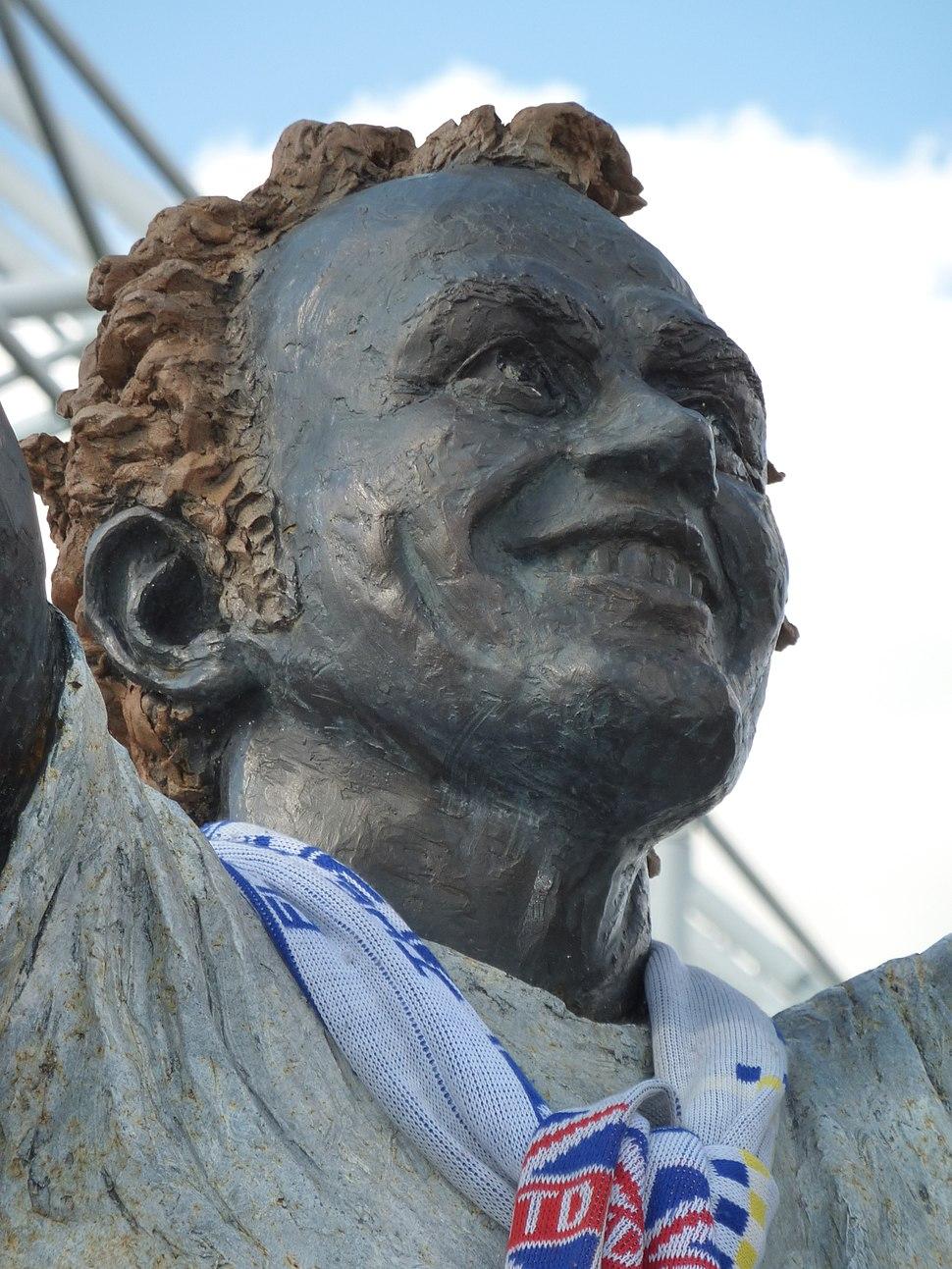 Billy Bremner statue (8015004928)