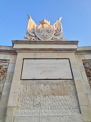 Square des Francine - Image: Blason de la ville de Versailles Square des Francine