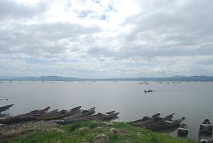 Lake Bato - Image: Boats at lake bato