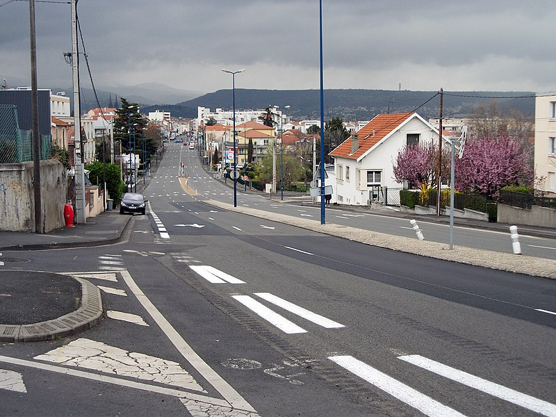 Lafayette Bld 4-lanes in Clermont-Ferrand/Departmental road 2099 former route nationale 9
