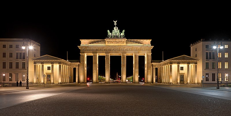 File:Brandenburger Tor nachts 2012-07.jpg