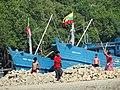 Breaking Rocks with Boats as Backdrop - Sittwe - Rakhaing (Arakan) State - Myanmar (Burma) (12232326566).jpg