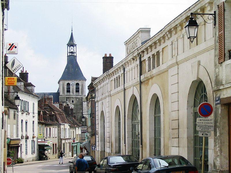 Brienon-sur-Armançon, marché, collégiale