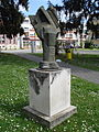 Brončani kip Dinamika mrtvog stabla u Čakovcu, rad Luje Bezeredyja (1964) - jugozapad.jpg