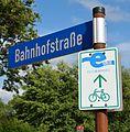 Brunsbüttel, Hinweis Elbe-Radweg NIK 2682 (cropped).jpg